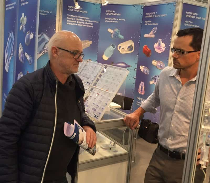 PVCMed Alliance Project Manager Ole Grøndahl Hansen (left) in dialogue with medical device manufacturer at Medica 2015.
